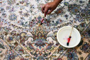 لکه گیری فرش به صورت تخصصی با حفظ و تثبیت رنگ فرش.