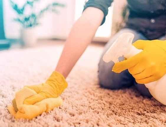 تمیز کردن فرش اتاق کودک