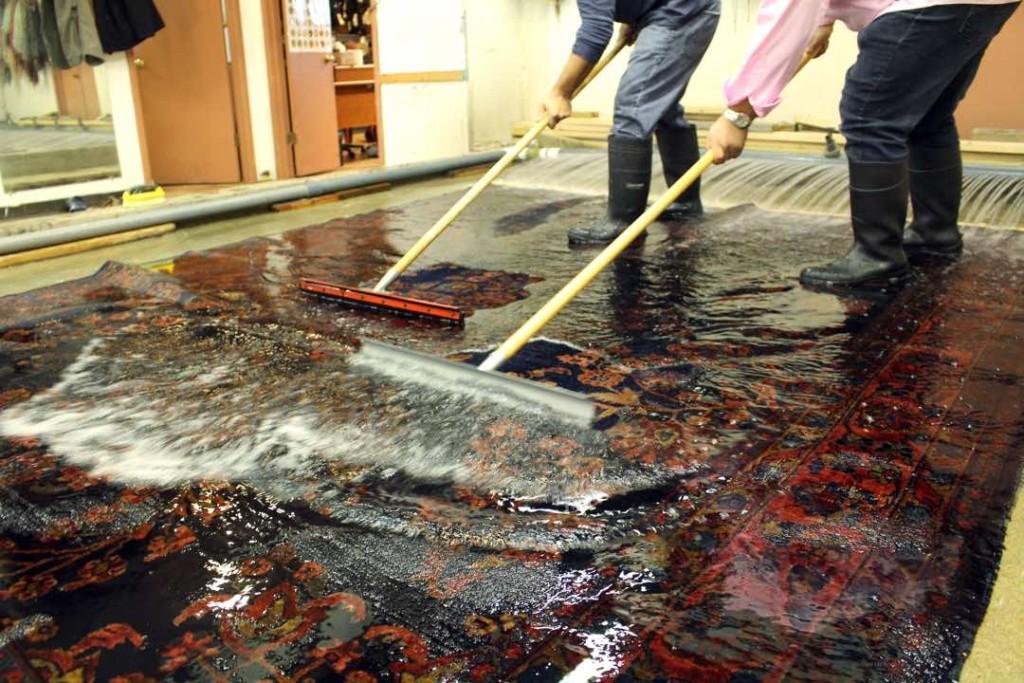 پاکسازی حرفهای فرش ابریشمی